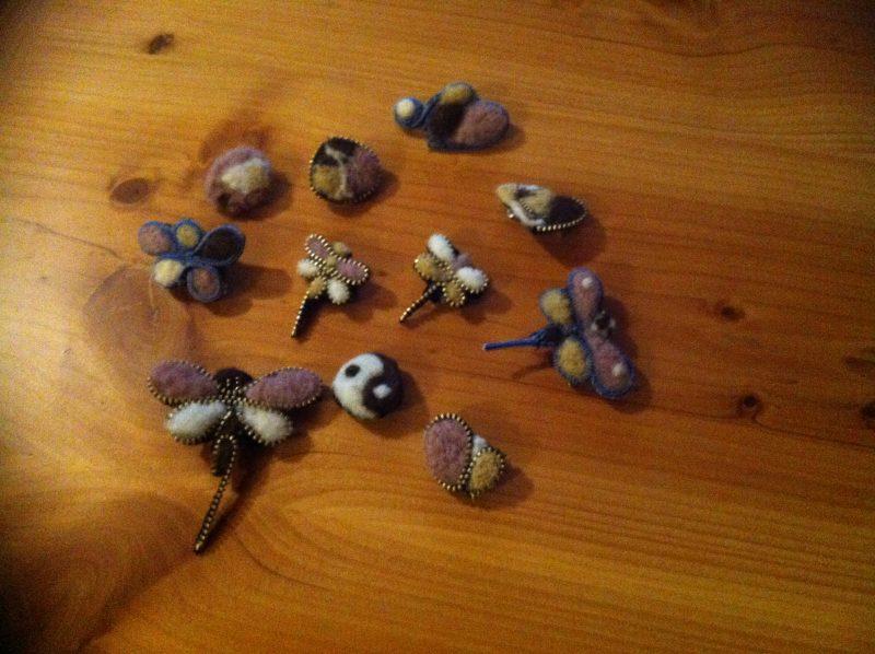 Más cosas con lana afieltrada: broches, jabones …
